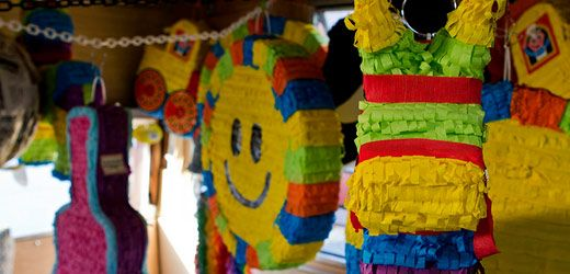 ber das pinata basteln in mexiko don quijote deutschland. Black Bedroom Furniture Sets. Home Design Ideas