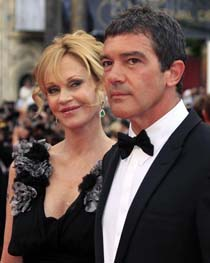 Antonio Banderas and Melanie Griffith in American Housewife