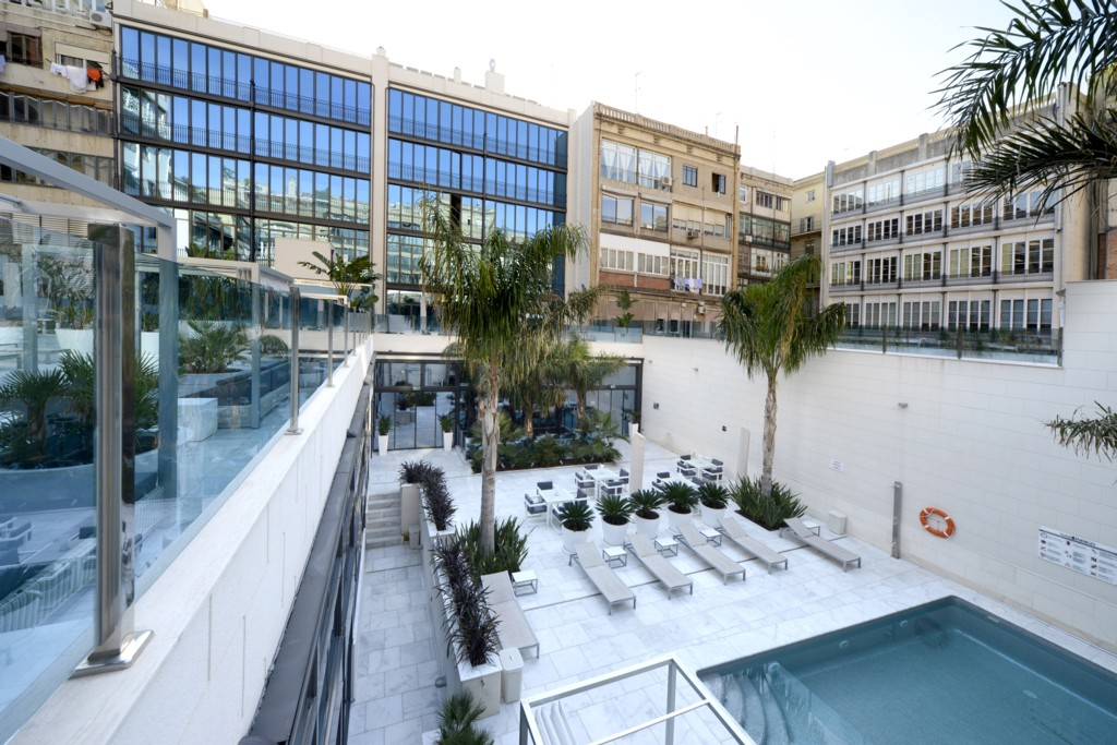 Hotel in barcelona accommodation in spain don quijote for Hotel in barcellona
