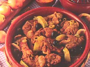 Pork with lemon sauce, olives and paprika