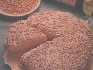 Pine nut sponge cake