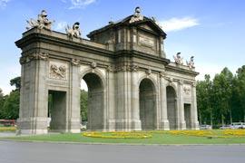 De oude stadspoort Puerta de Alcalá¡ in Madrid